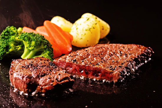 【毎月29日は肉の日】UMAIZOマーケットの「赤城牛モモステーキ3枚入」を5人に
