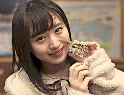 【チーム8の日本再発見!】坂口渚沙さんが選んだ北海道・小樽運河のお土産を3人に